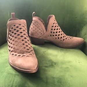 Mossimo tan cut out ankle booties